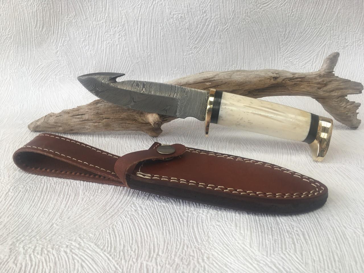 Couteau de chasse lame damas au prix de 65,90 euros