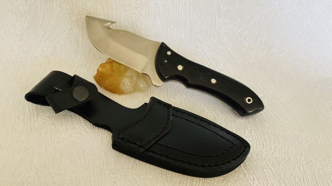 Couteau à dépecer de 21 cm au prix de 19,90 euros .