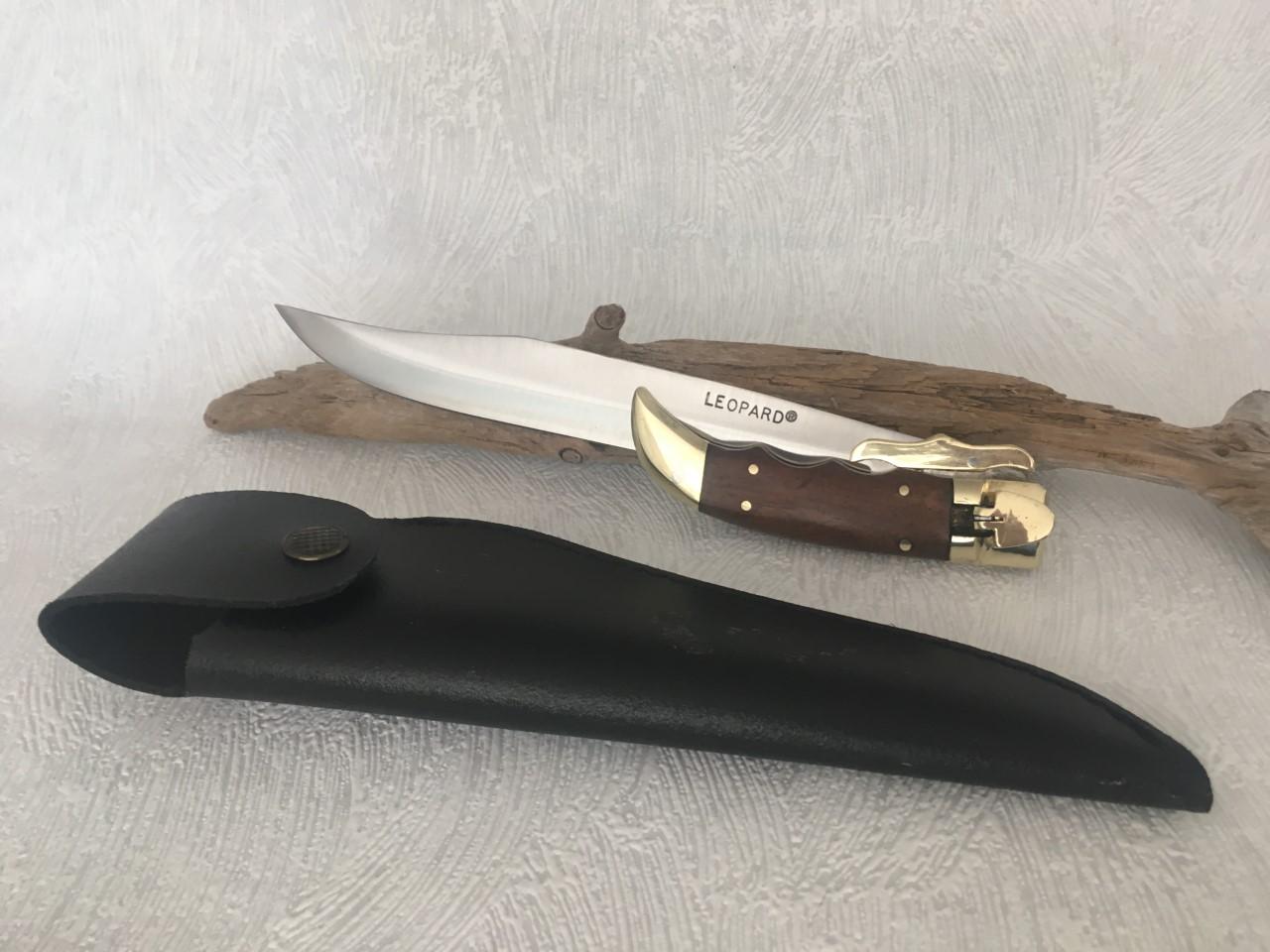 Couteau de chasse pliant Léopard au prix de 20,90 euros.
